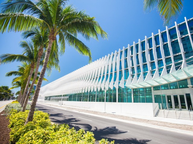 MiamiBeachConventionCenter_Mia2you_shutterstock_1079852963_1000x750.jpg