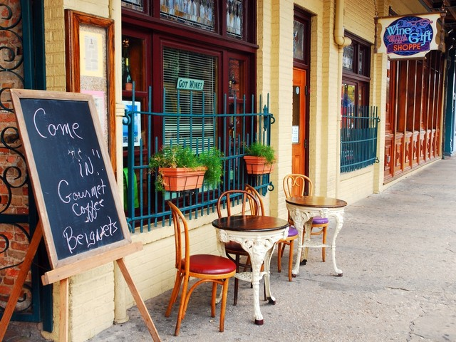 Pensacola_Café_ James Kirkikis_shutterstock_577801570_2020.jpg