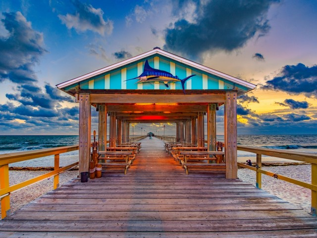 AnglinsFishingPier_Lauderdale-By-The-Sea_Kevin Ruck_shutterstock_1270648246_750x1000_2020.jpg