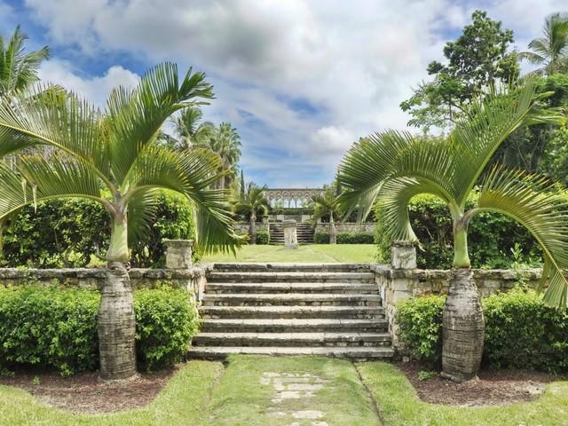 Die Versailles Gardens mit dem französischen Kloster in Nassau (Foto © Nenad Basic/Shutterstock.com)