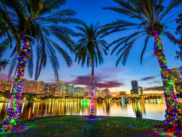 Skyline von Orlando am Lake Eola