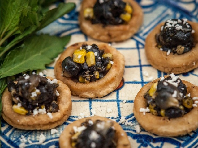 Chalupas mit Huitlacoche con Tequila