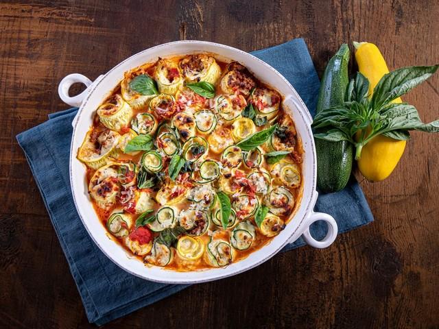 Zucchiniröllchen mit Ricotta und Tomatensoße