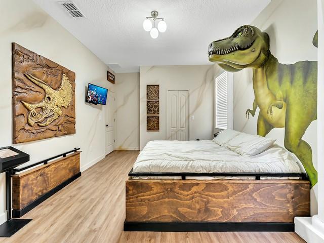 Raptor Resort (1)